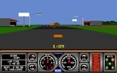 Hard Drivin' for Amiga - Driving past some buildings...