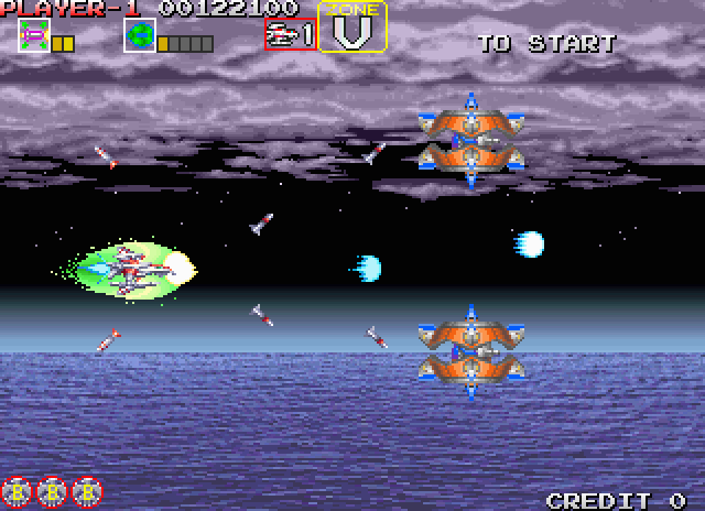 Darius Gaiden Arcade Screenshot: Some opponents are smaller, but their rapid attacks can make them difficult to defeat.