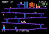 Donkey Kong for Apple II - Use the hammer to smash incoming barrels.